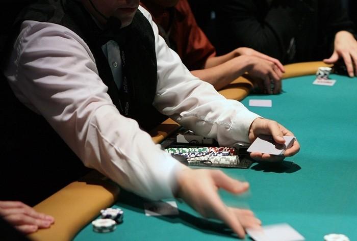 Покер с крупье онлайн играть игровые автоматы одрекс