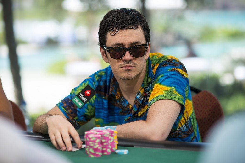 Айзек Хэкстон за покерным столом