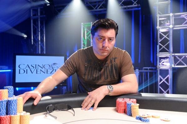 Али Текинтамгак за покерным столом