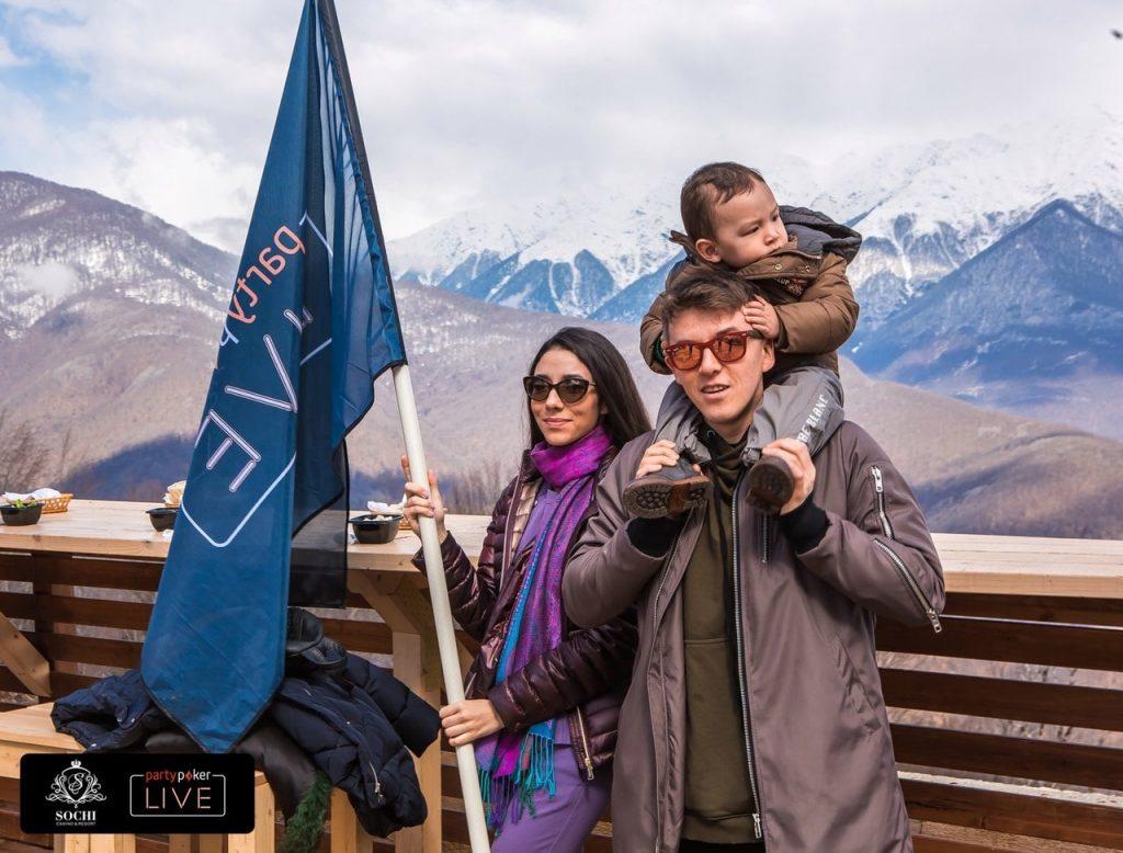 Анатолий Филатов со своей женой и ребенком