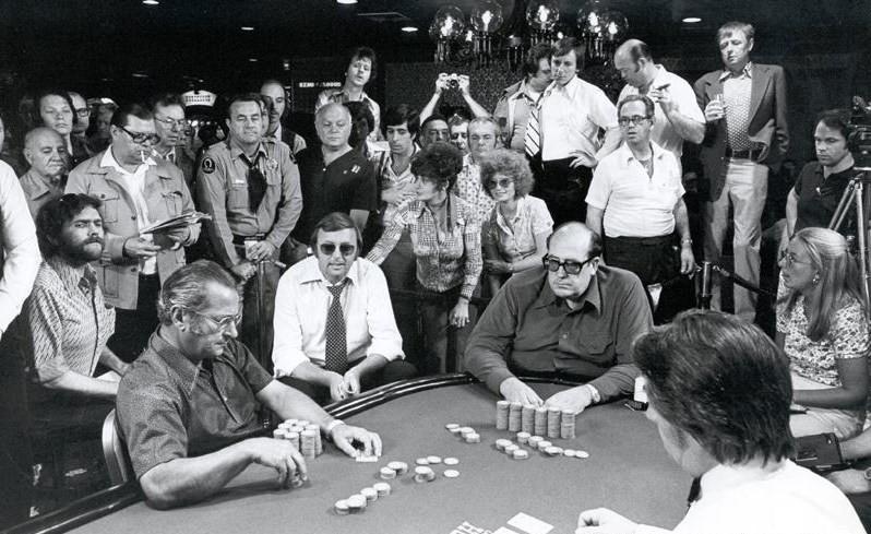 черно-белое фотография проходящего турнира