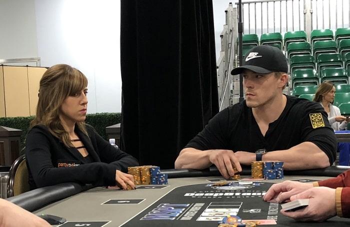 Бикнелл и Фоксен за столом турнира Mid-Stakes Poker Tour