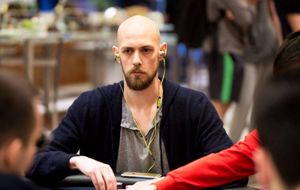 Стивен Чидвик за покерным столом