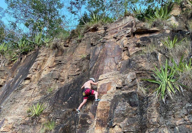 Дэн Смит занимается скалолазанием