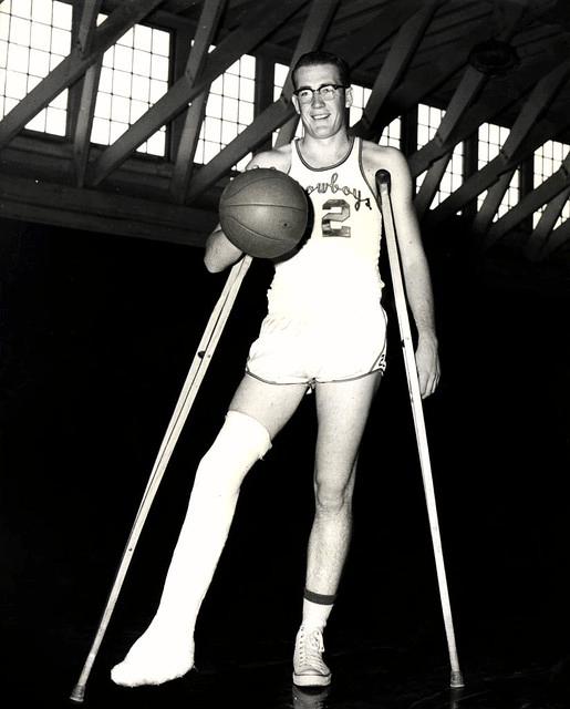 Дойл Брансон с гипсом на ноге