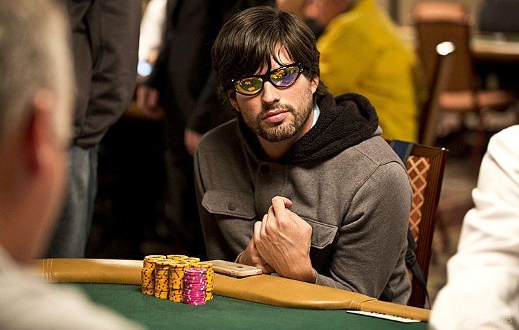Джо Стайерс за покерным столом