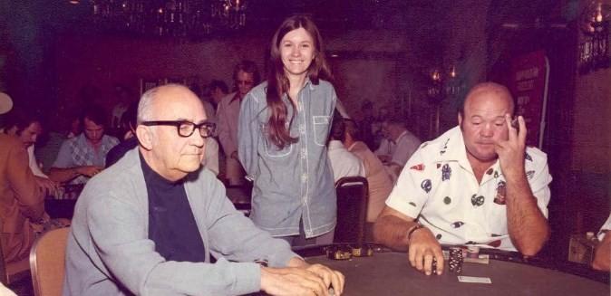 Джонни Мосс и Пагги Пирсон за покерным столом