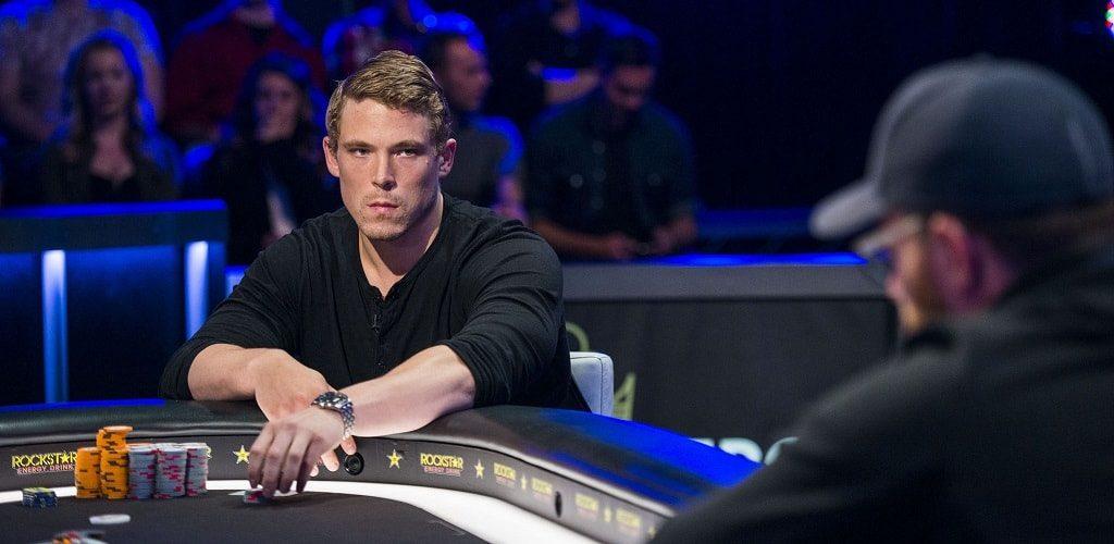 Алекс Фоксен за покерным столом