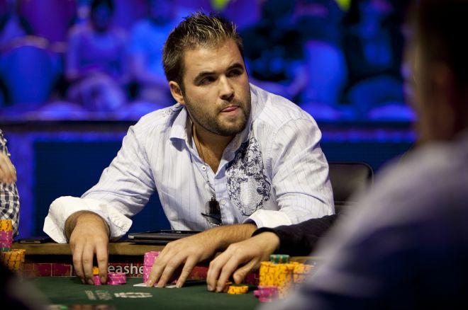 Картер Джилл за покерным столом
