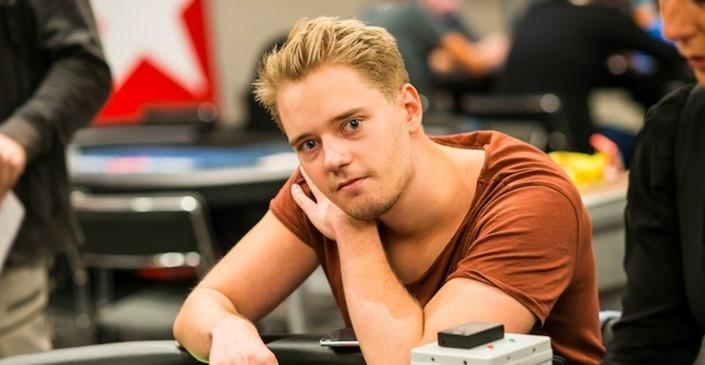 Линус Лелигер за покерным столом