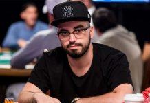 Брин Кенни за покерным стлом