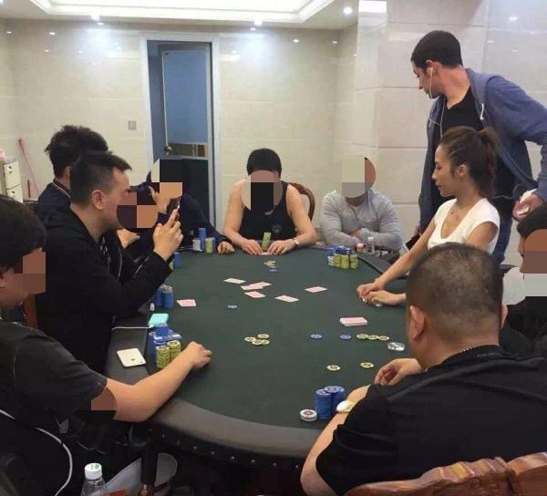 Том Дван в компании азиатских игроков