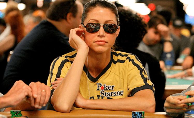 Шэннон Элизабет за покерным столом