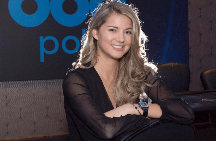 София Лёвгрен за покерным столом