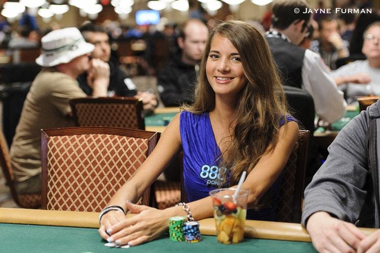 Покер девушки на работе работа для девушки проживанием