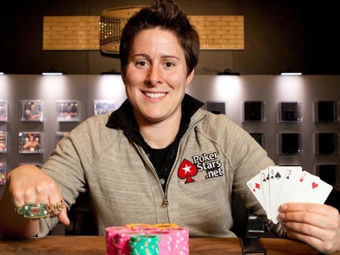 Покер девушки на работе модели онлайн ершов
