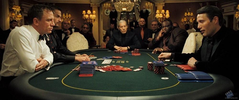 Кадр с покером из фильма про Бонда