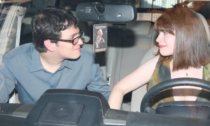 Айк и Зои в машине