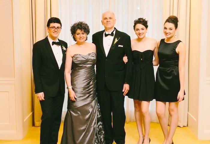 Хэкстон с семьей