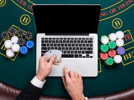 В какой онлайн покер можно играть в россии виртуальные игровые автоматы на реальные и на виртуальные деньги