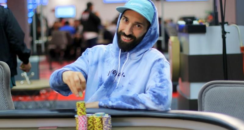 """Джонни """"Vibes"""" Морено - покерный влогер (28,000 подписчиков на YouTube)"""