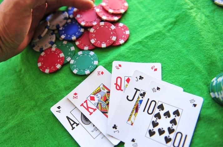 Приемы в покере - блеф, полублеф, наращивание банка
