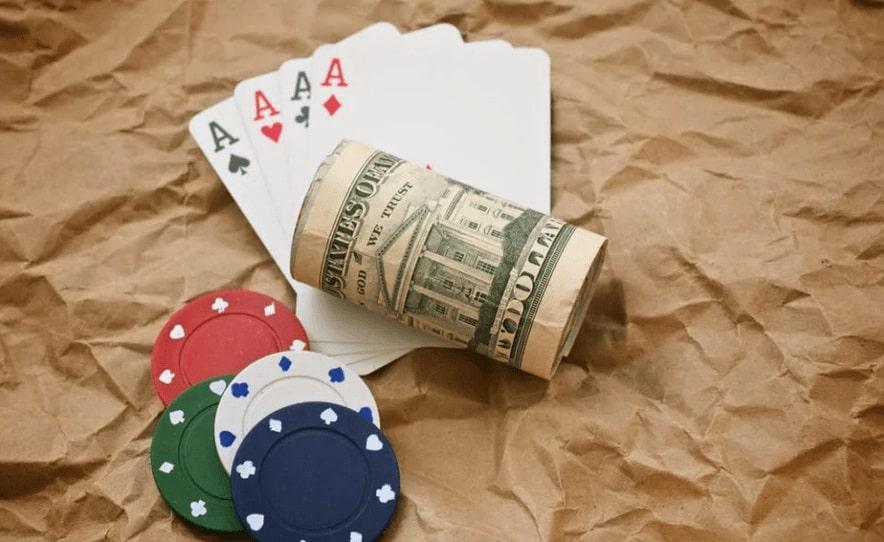 фишки, деньги, карты