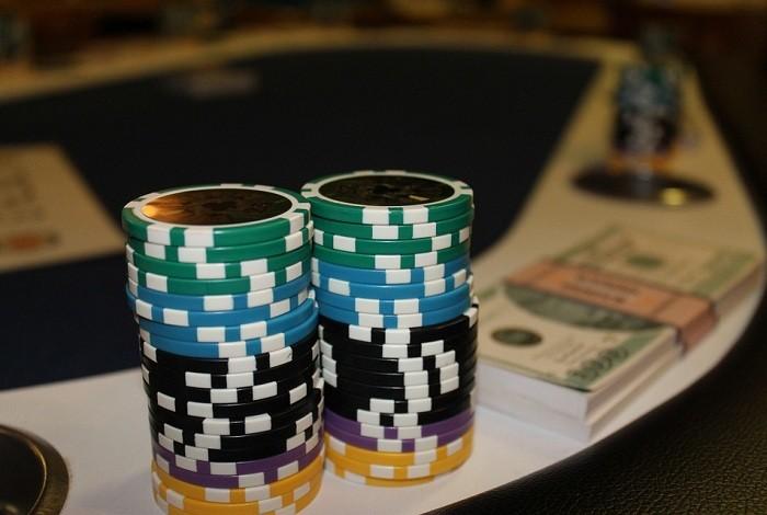 Кто реально заработал в онлайн покер вакансии крупье в казино в минске
