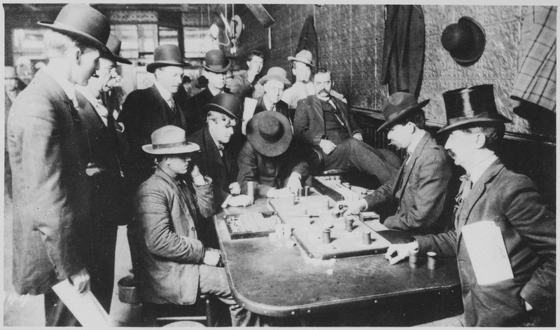 игроки за столом