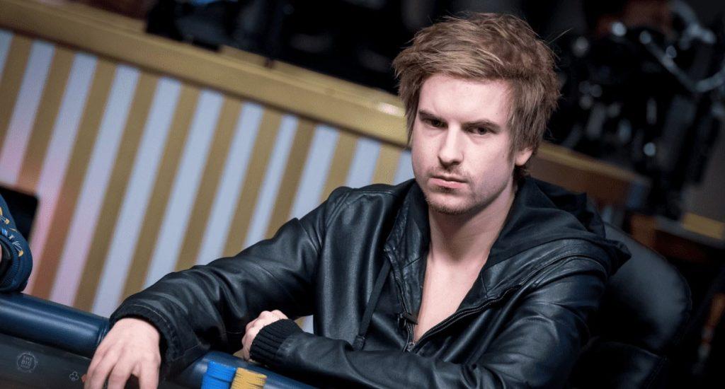 Виктор Блум за покерным столом