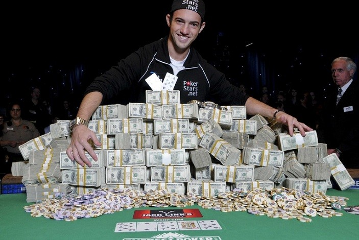 Покер онлайн кто выигрывал онлайн казино ru